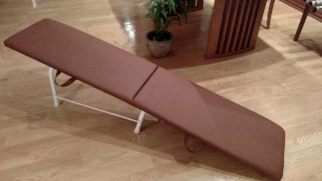gravity-pal-traveler-brown-slide
